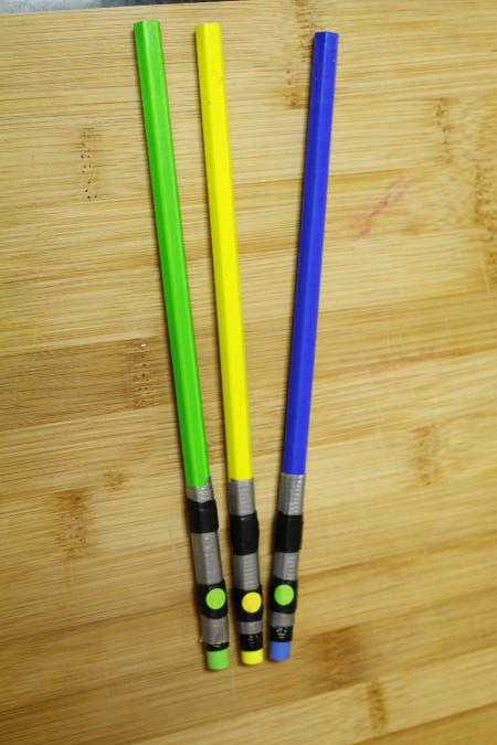 light-sabers-star-wars-pencils-diy-idea